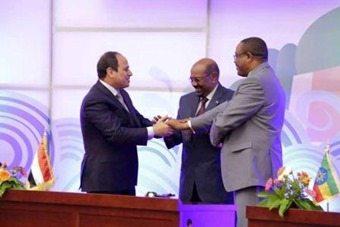 Photo - Al Sisis, Al Bashir, Hailemariam Desalegn signing a deal on Renaissance dam