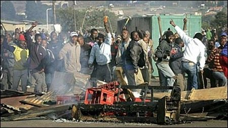 Photo - South African xenophobic mob