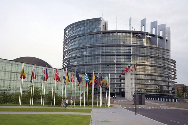 Photo - European Parliament [Credit chelgate.com]