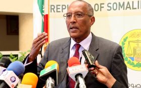 Photo - Somaliland President Bihi with the press